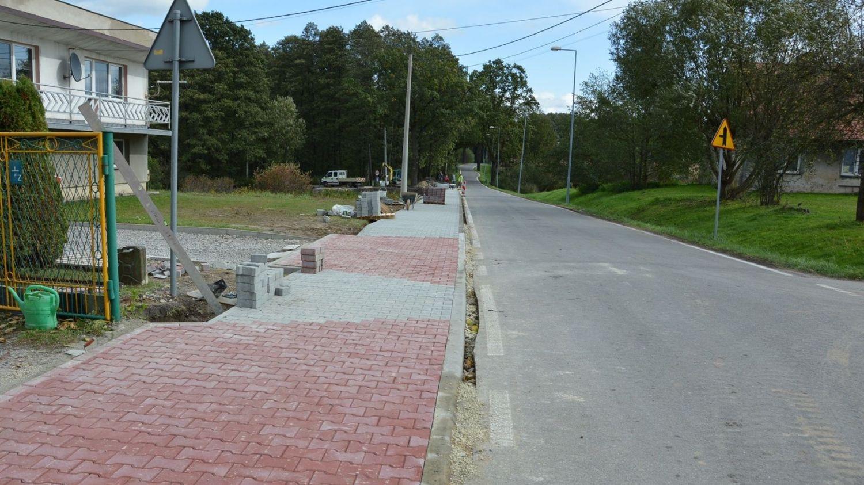 Przebudowa chodnika wzdłuż Wiejskiej