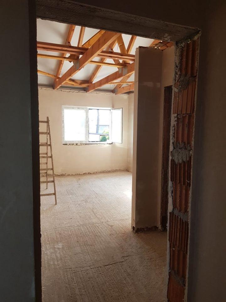 Postępy prac w budynku socjalnym w Woli