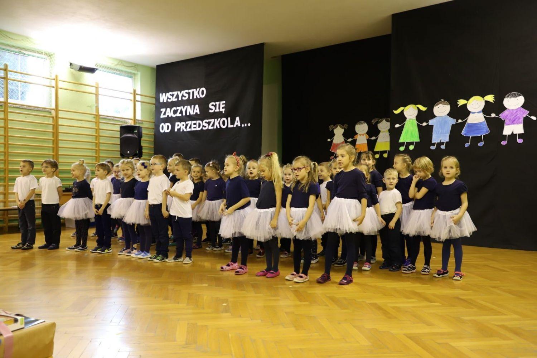 Otwarcie przedszkola w Studzionce. Dzieci otrzymały od gminy oczyszczacze powietrza