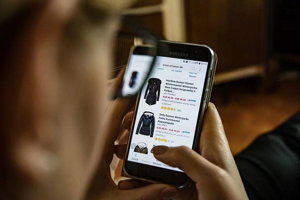 Bądź czujny podczas świątecznych zakupów w sieci - garść praktycznych porad policji
