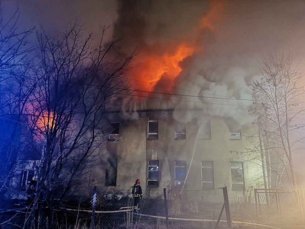 Pożar budynku starej szkoły w Kobielicach