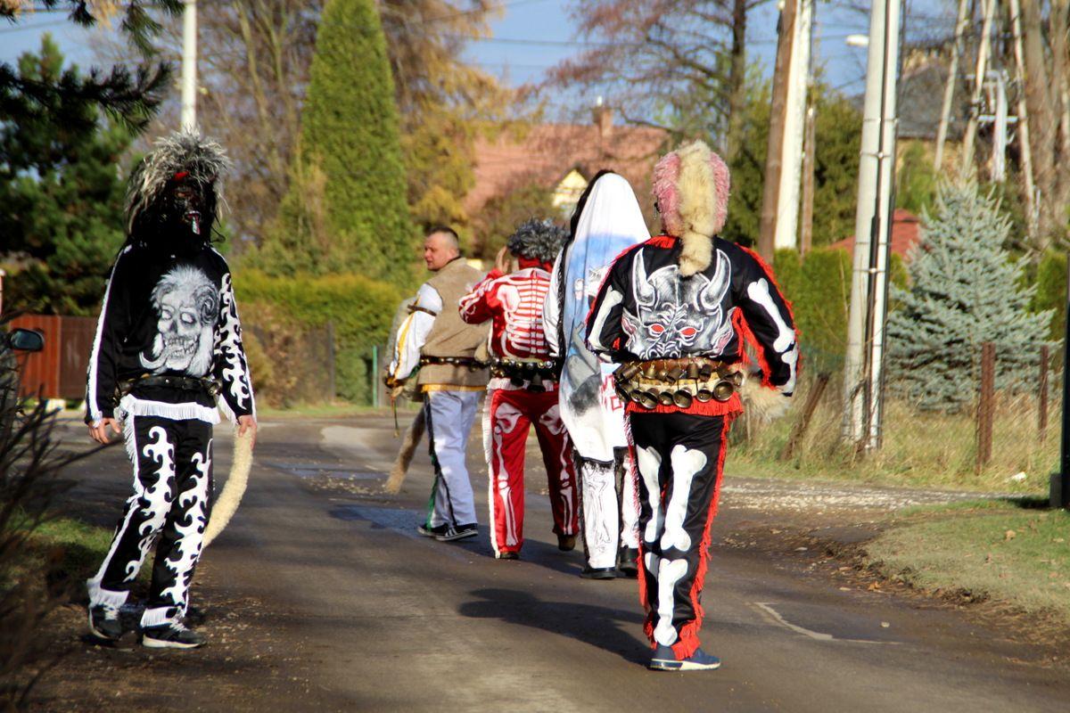 A we łodpust chodzom po wsi Mikołaje