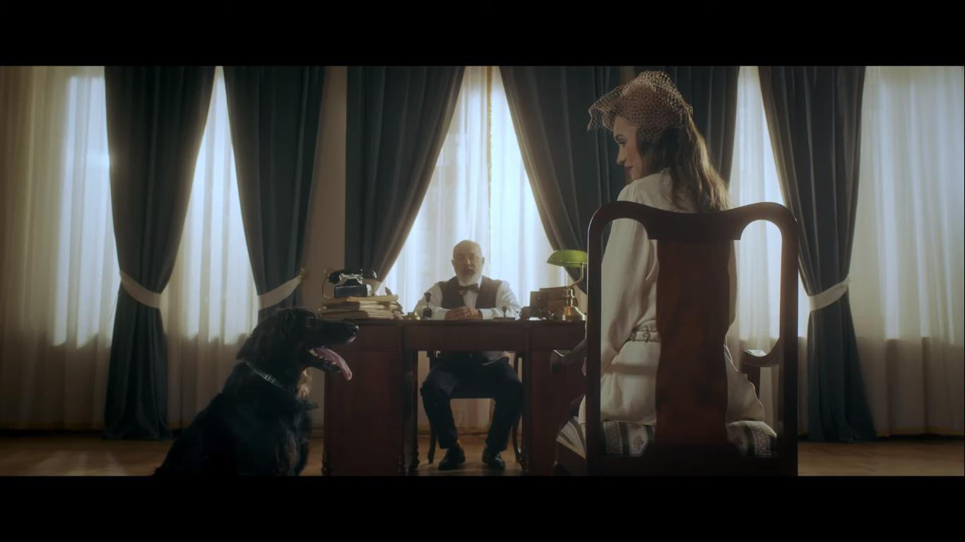"""Powstał klip o odpowiedzialnej adopcji zwierząt. To część akcji """"Przygarnij szczęście"""" Fundacji ZWIERZ"""