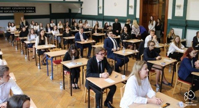 Za kilka dni niemal 400 uczniów z powiatowych szkół przystąpi do matury