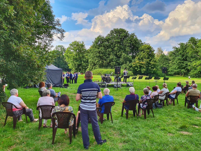 Koncert plenerowy w pszczyńskim parku