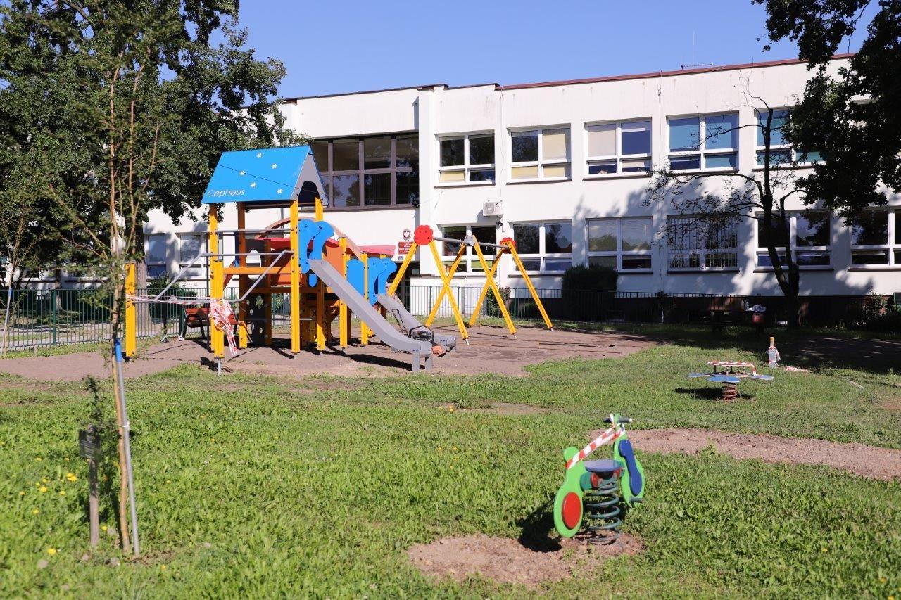 Modernizacja placu zabaw przy szkole w Piasku