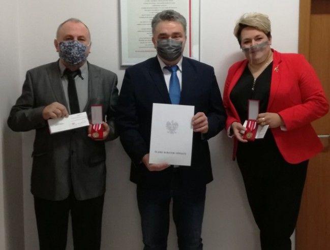 Dzień Edukacji Narodowej: Medale i nagrody dla nauczycieli powiatowych szkół