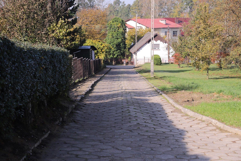 Powstanie projekt na budowę drogi do szkoły w Porębie