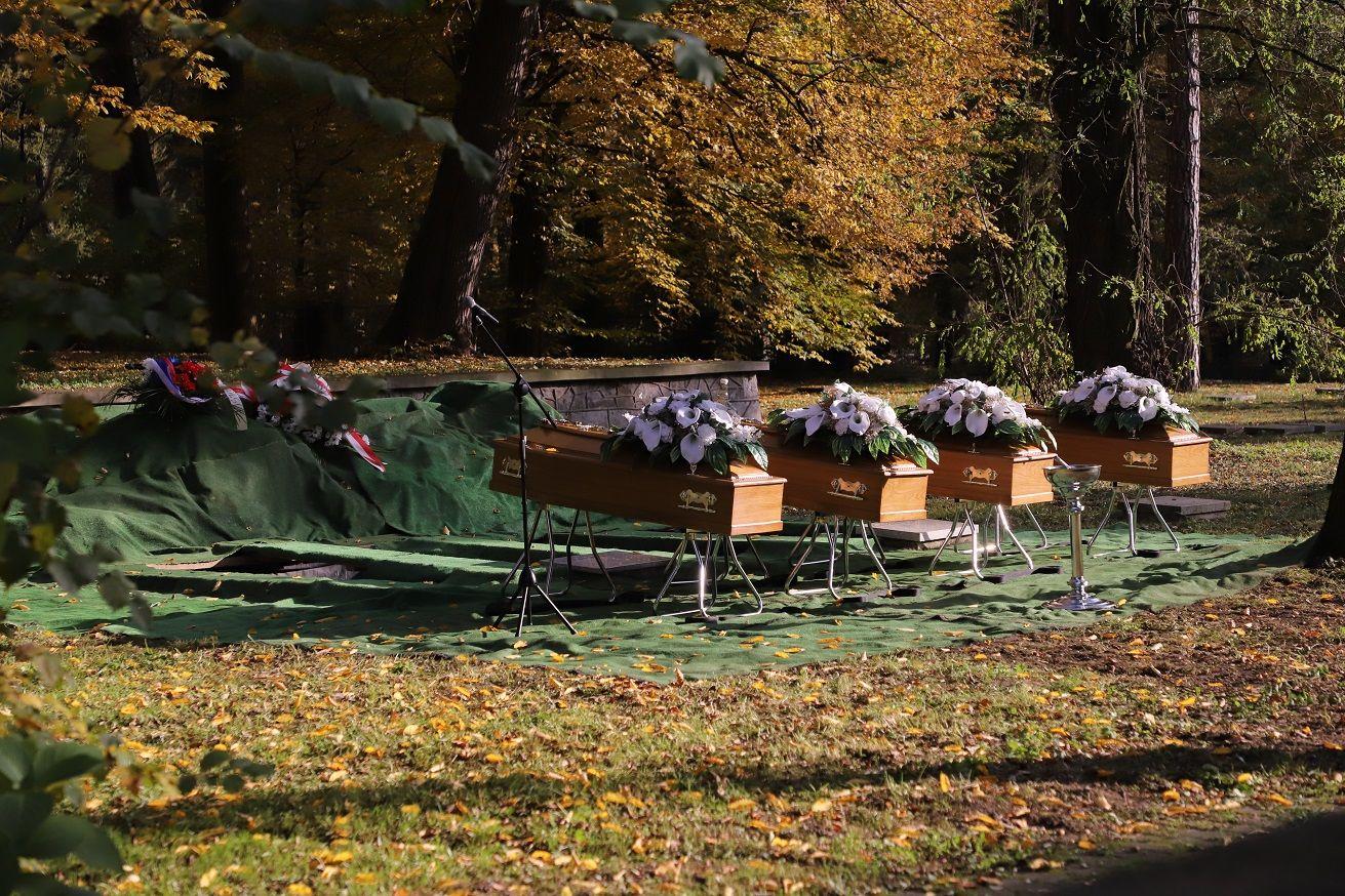 Pochowano ciała lotników radzieckich