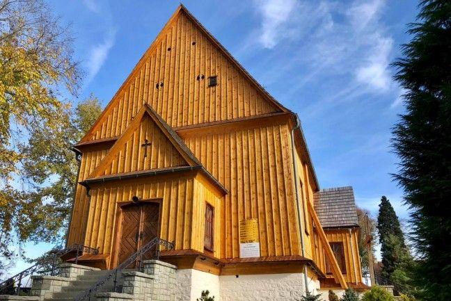 Wyremontowano elewację łąckiego kościoła