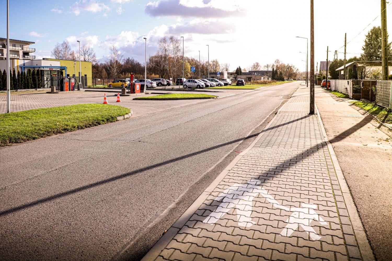 Nowe chodniki, peron autobusowy i przejścia przy ul. Skłodowskiej-Curie