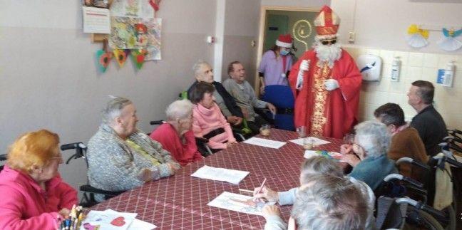 Mikołaj sprawił radość chorym w Zakładzie Pielęgnacyjno-Opiekuńczym