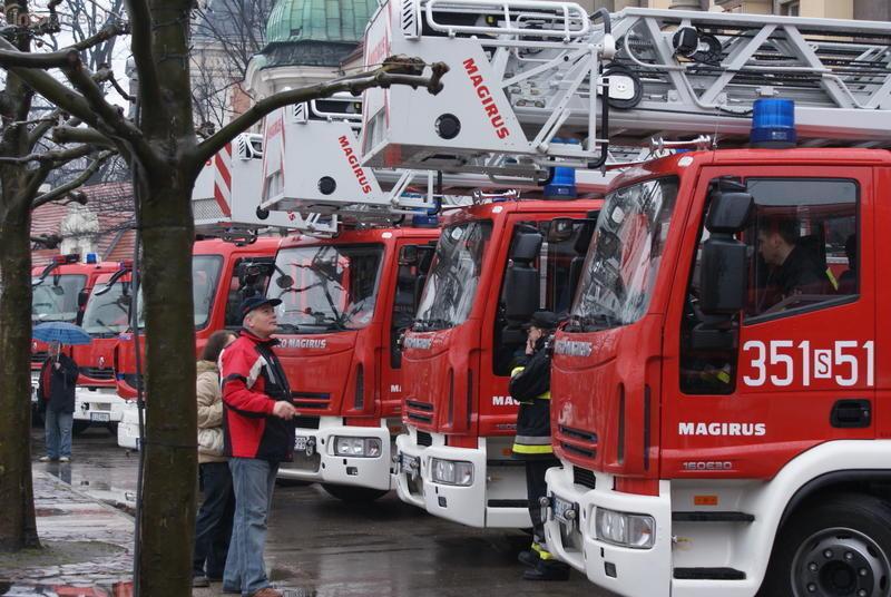 Przekazanie sprzętu strażackiego na Rynku