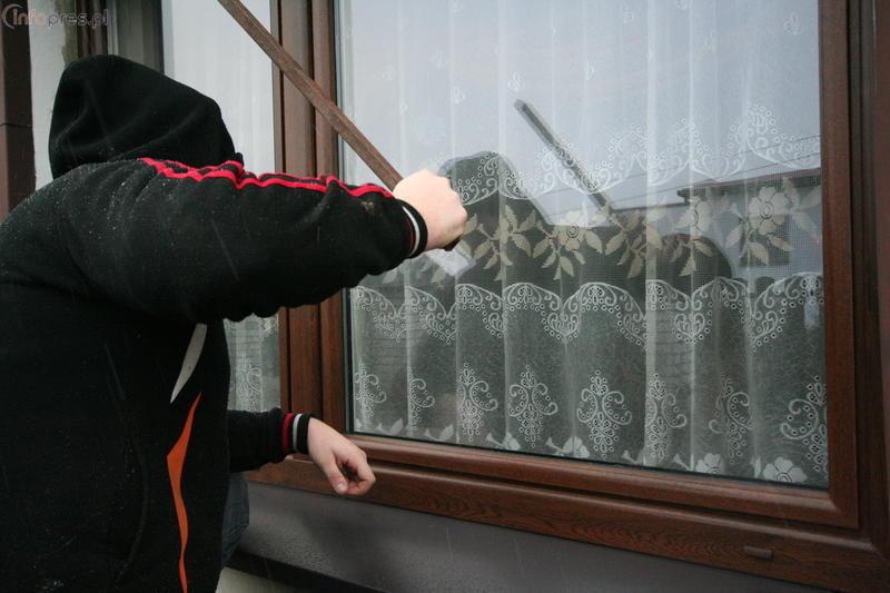 Włamał się do domu. Straty wyniosły 15 tys. zł