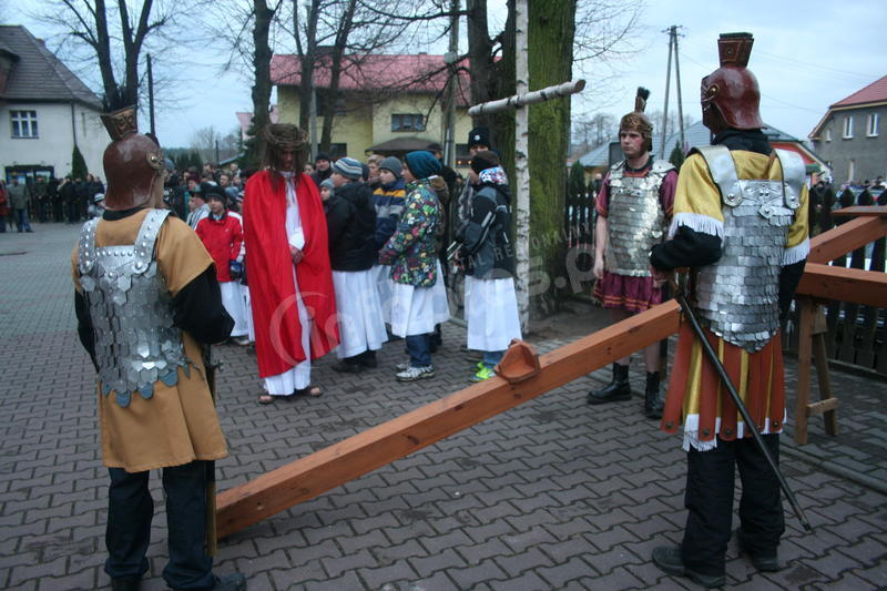 Droga Krzyżowa w Kobiórze - zobacz zdjęcia
