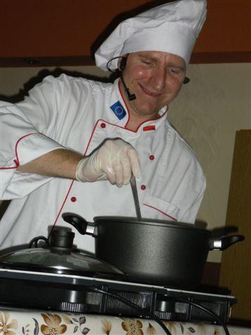 Rączka gotował zupę z bani