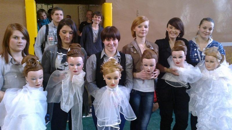 Uczennice PZS nr 1 na podium konkursu fryzjerskiego