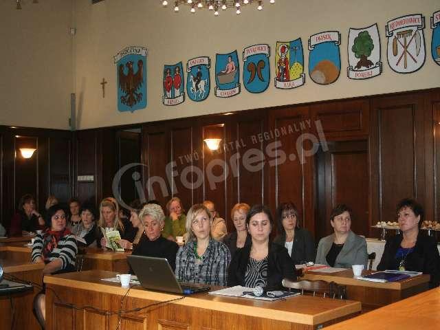 Wojewódzka konferencja o pomocy społecznej: toniemy w biurokracji