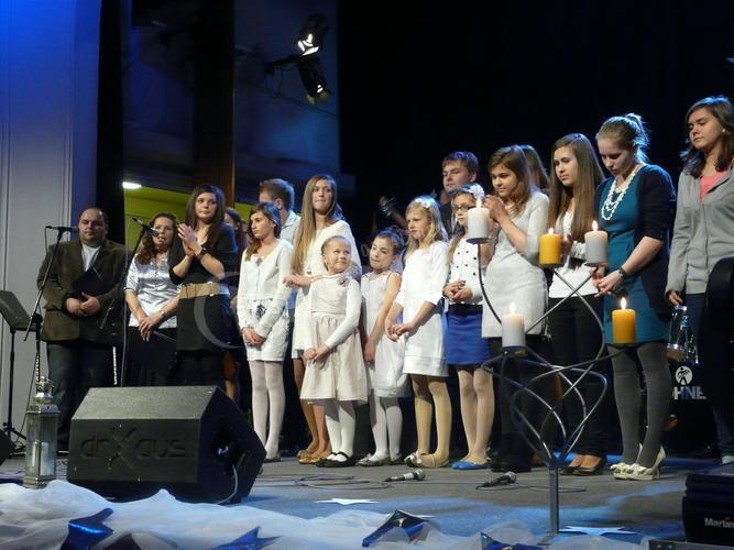 Zaśpiewali kolędę dla Hospicjum św. Ojca Pio