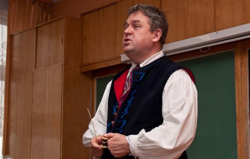 Marek Szołtysek opowiadał uczniom o dawnych zabawach