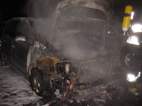 Płonęły auta w komisie