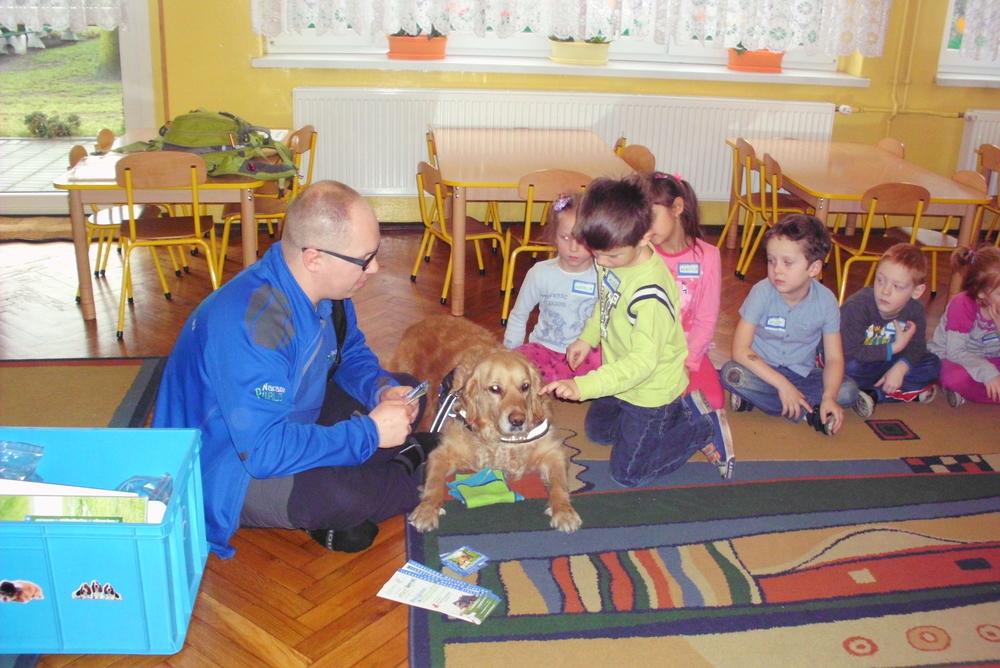 Pies terapeuta z wizytą u przedszkolaków z Jankowic
