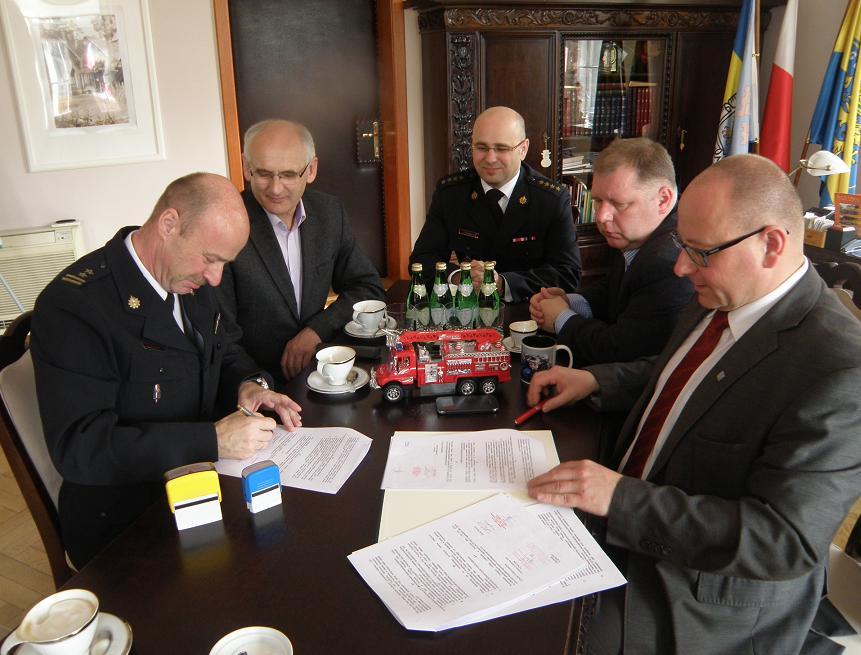 Porozumienie gminy Pszczyna z PSP: co trzy lata auto dla OSP