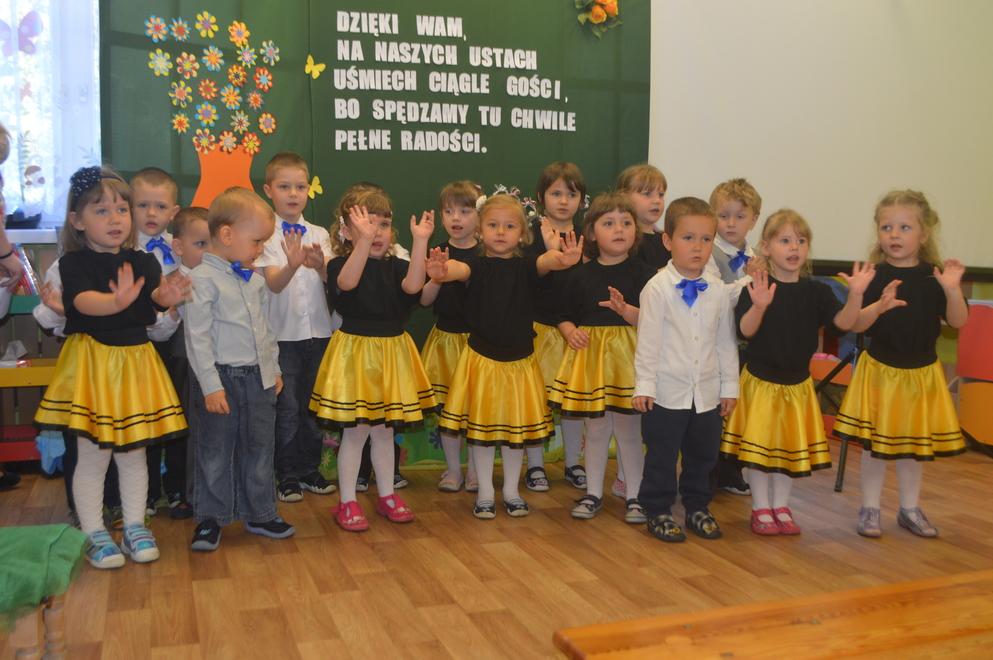 Tak się bawią i uczą. Przedszkolaki z Miedźnej zaprosiły rodziców i gości do siebie