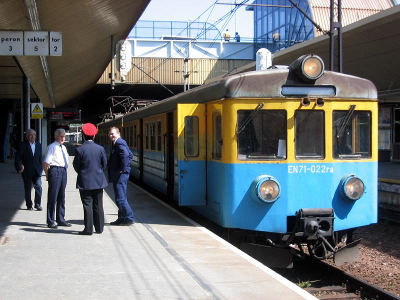 Więcej pociągów na Wszystkich Świetych