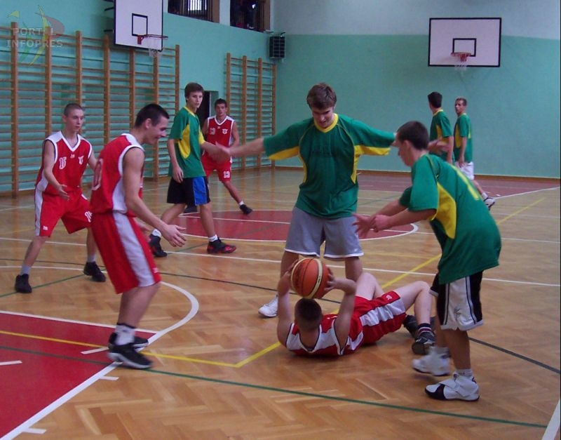 Powiatowa koszykówka: wyłoniono finalistów
