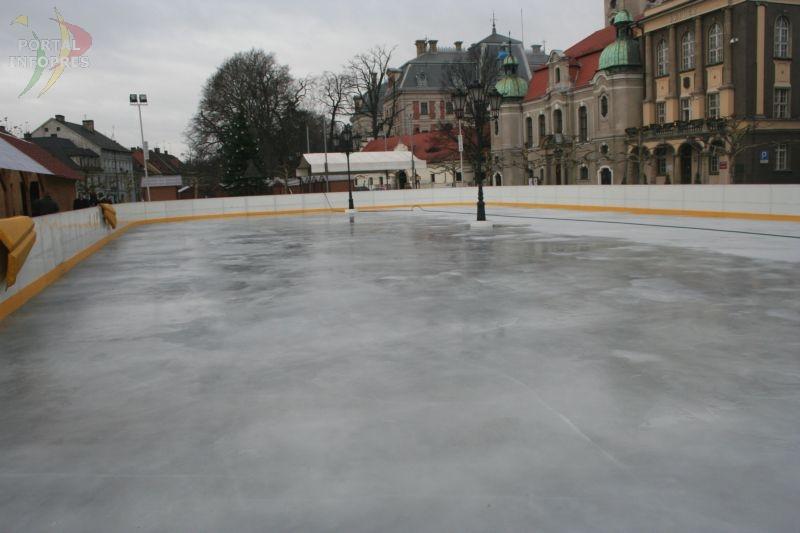 Zobacz kiedy można się ślizgać na lodowisku